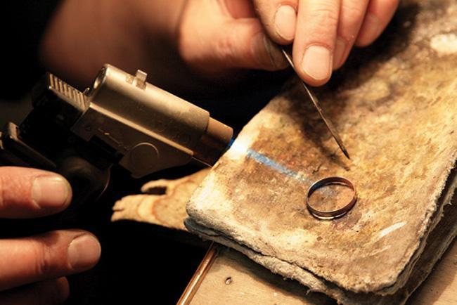 Ремонт бижутерии,переплавка золота ювелирные мастерскиеизготовление и ремонт золотых